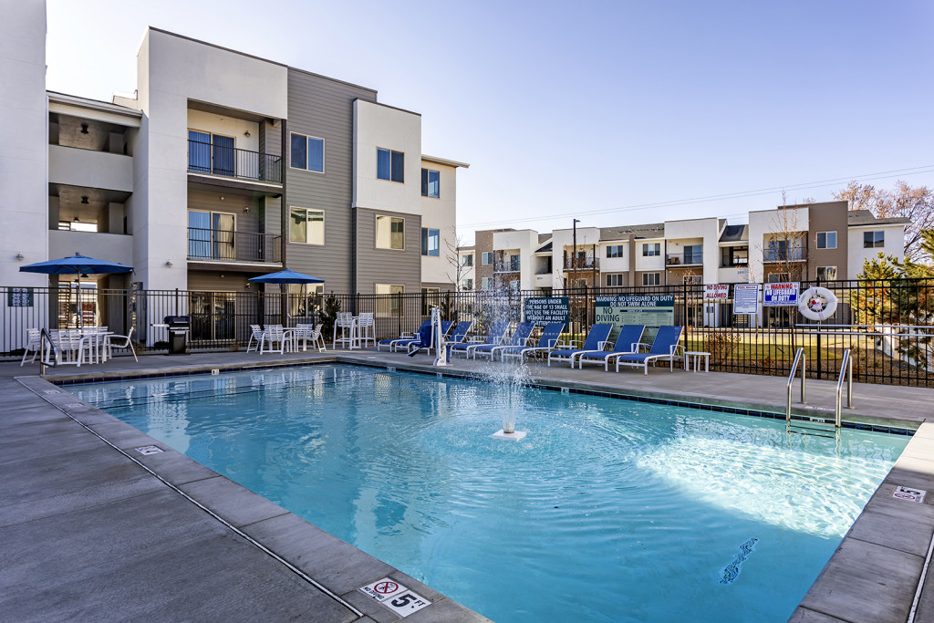 skyline-luxury-apartments-apartment-homes-for-rent-boise-id-83705-pool